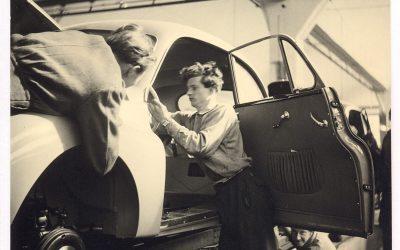 Auto Union – Fabrik in Düsseldorf. Arbeiter bei der Endmontage, 1950er Jahre